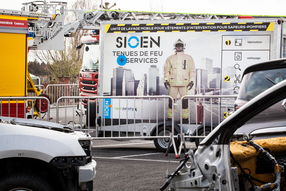 Sioen - The Sioen mobile washing unit is pictured next to a fire engine